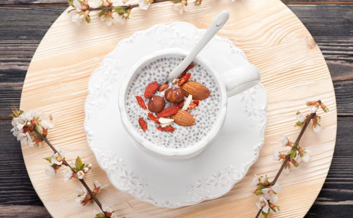 Pudding énergétique aux graines de chia, baies de goji et amande