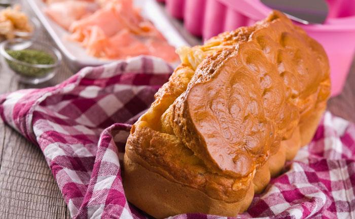 Cake au saumon, crabe et ciboulette