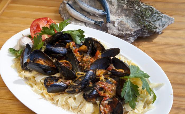 Tagliatelles aux fruits de mer et asperges vertes wecook - Tagliatelles aux fruits de mer recette italienne ...