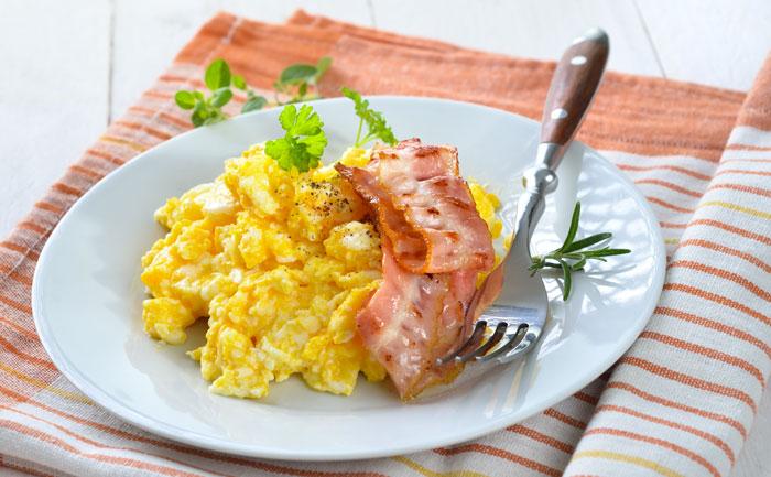 Œufs brouillés au bacon