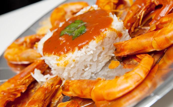 Poêlée de crevettes sauce piquante et riz
