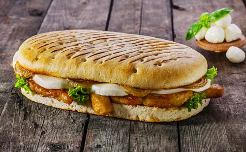 Panini au poulet et à la mozzarella