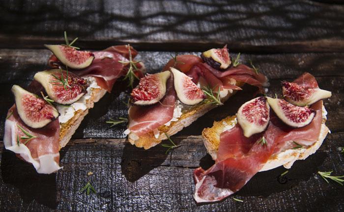 Bruschetta figue, ricotta et jambon de Parme