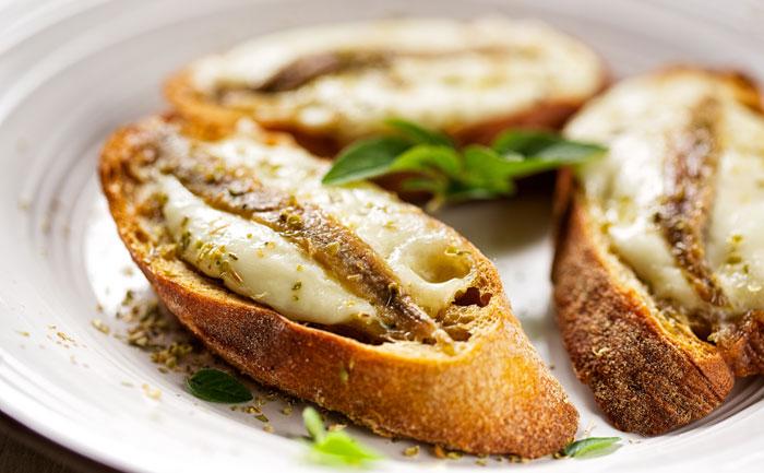 Bruschetta à la mozzarella et aux anchois