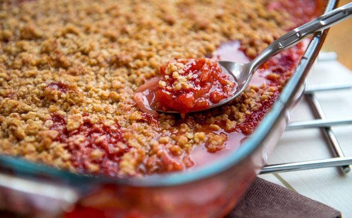 Crumble fraise-rhubarbe rapide