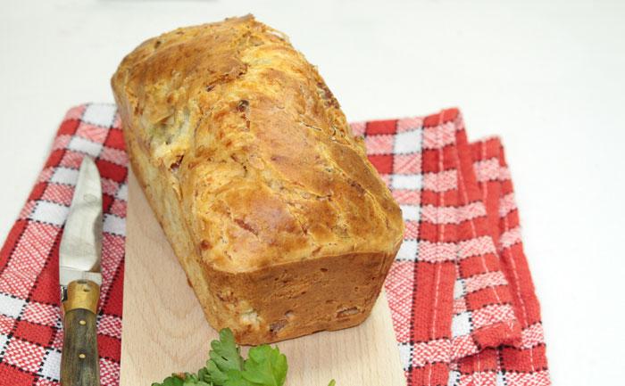 Cake au thon et au chou-fleur, salade verte