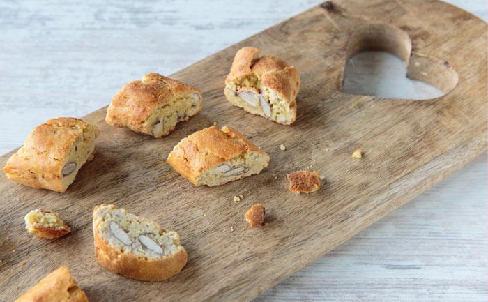 Biscotti salés aux olives vertes et amandes