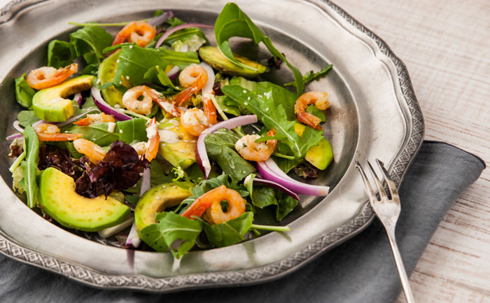 Salade d'avocat aux crevettes grises