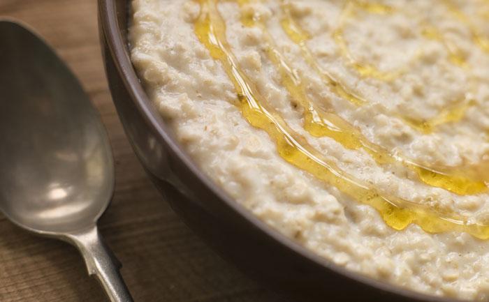 Porridge végétalien au lait d'amande