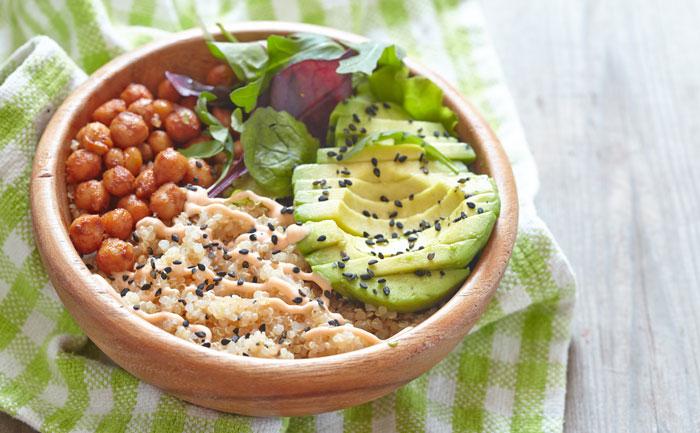Buddha bowl au quinoa et aux pois chiches