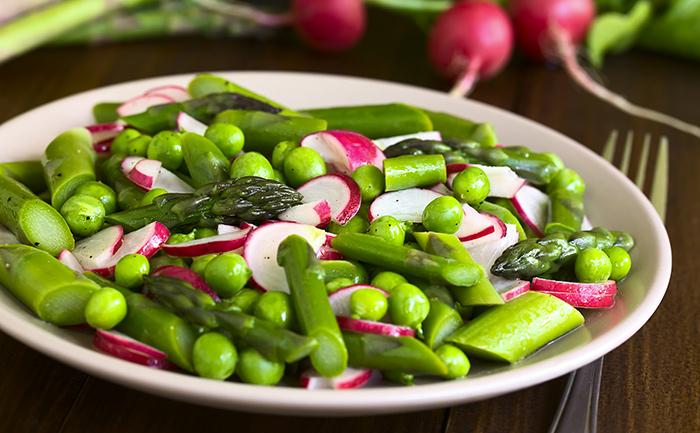 Salade d'asperges aux petits pois et radis