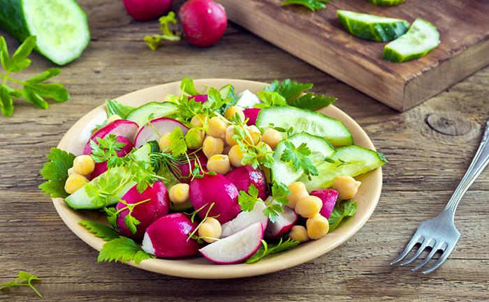 Salade de concombre, radis et pois chiches