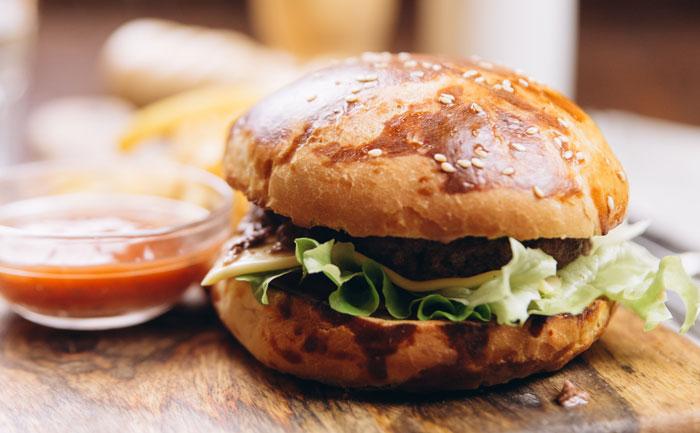 Cheeseburger sauce barbecue et pommes rissol es maison wecook - Recette sauce barbecue maison ...