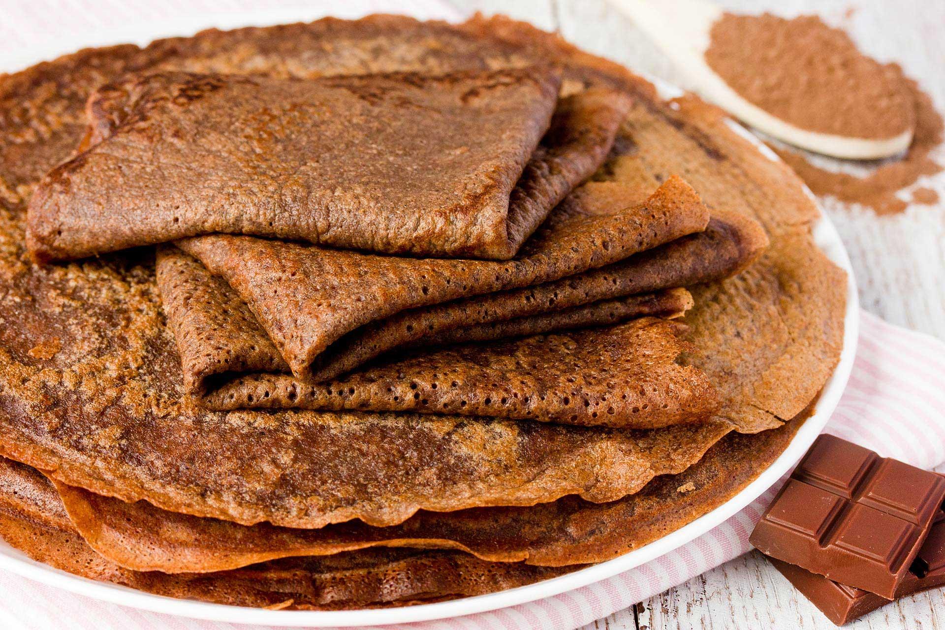 Crêpes au chocolat fourrées à la compote de mangue